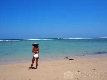 ヌサドゥアビーチと女性